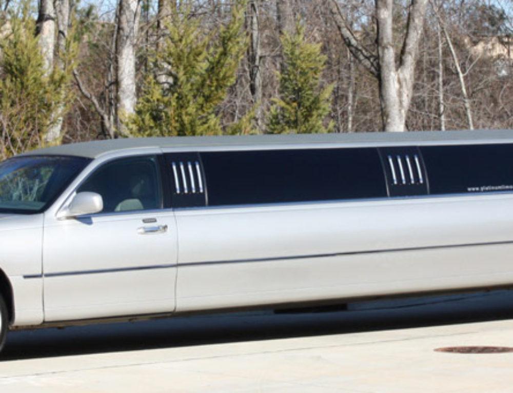 Platinum Limo's Lincoln Town Car Limousine